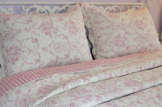 Toile in pink quilt by Victoriana.